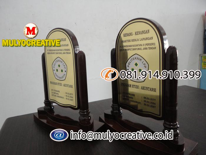 Plakat Kayu Vandel Kayu Tropy Kayu Piala Kayu Pesan Name Tag