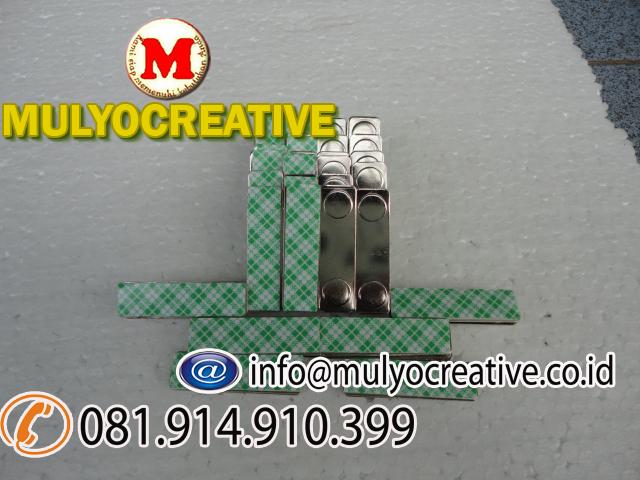 jual magnet name tag jual magnet papan nama dada pesan magnet name tag mata dua jual magnet nama dada