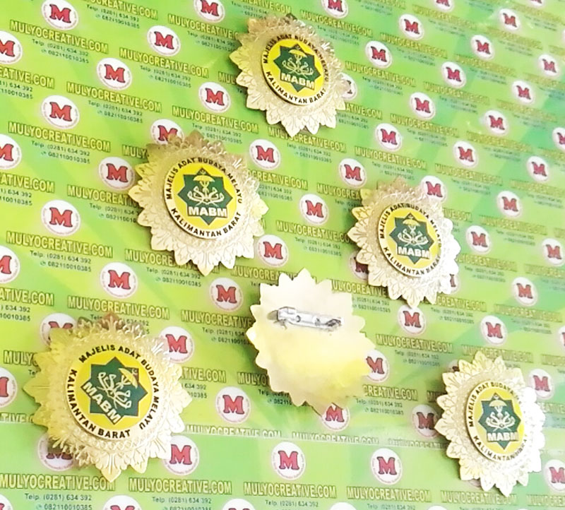 Logo Majelis Adat Budaya Pin Lencana Kuningan Kalimantan Barat