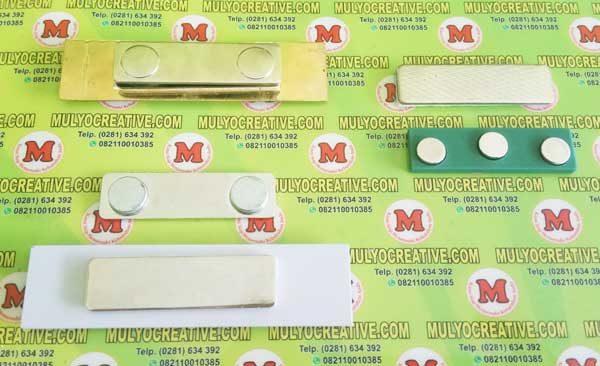 Pengait/ jepitan model magnet untuk digunakan pada Name Tag