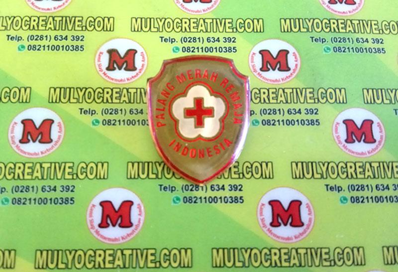 Pin Logo PMI dengan bentuk Perisai, pengait peniti