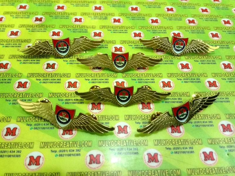 Lencana Wing Bela Negara terbuat dari bahan full logam kuningan